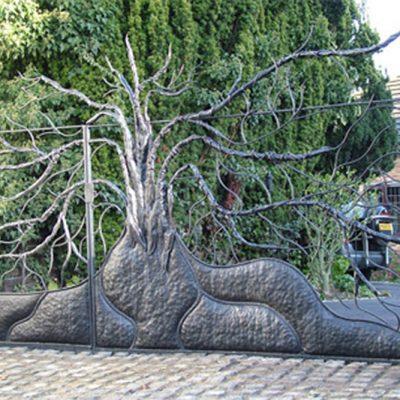 BexSimon-Tree-Driveway-Gate