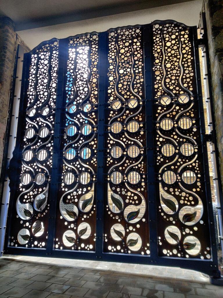 Covent Garden Gate Back