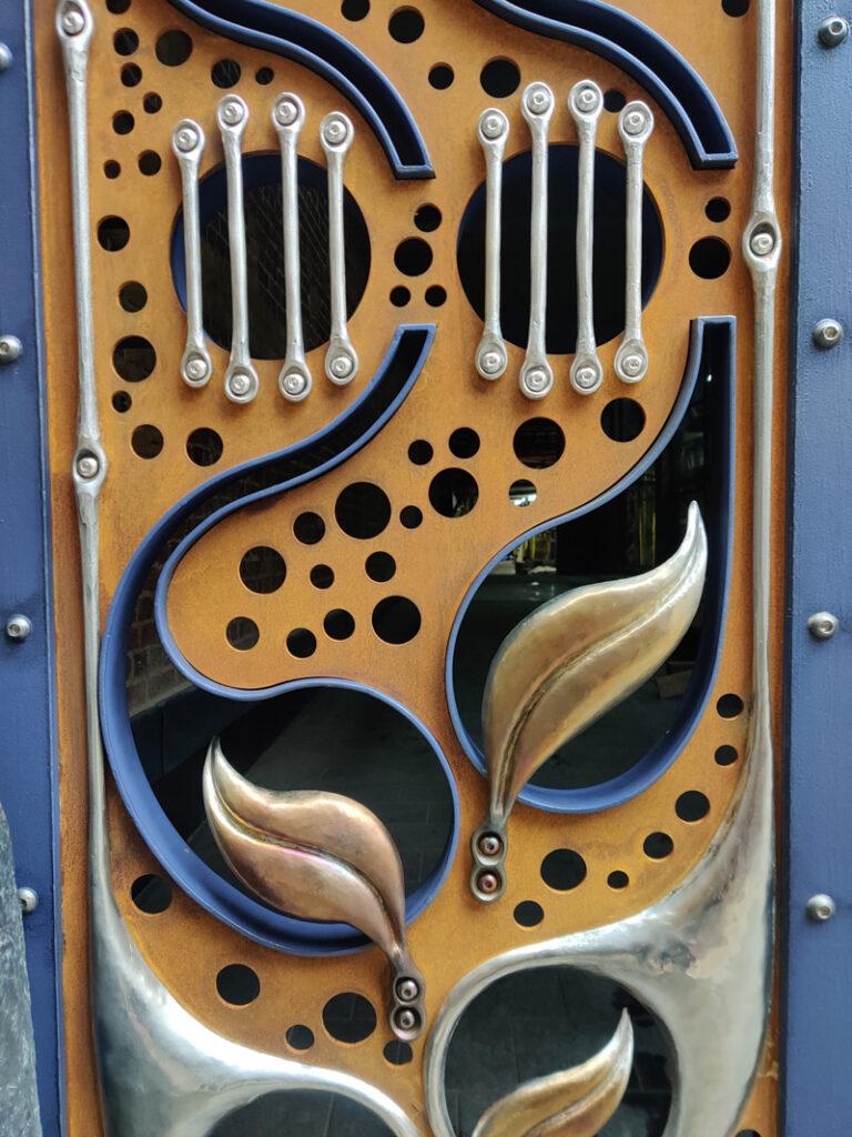 Langley Street Gate Finished detail